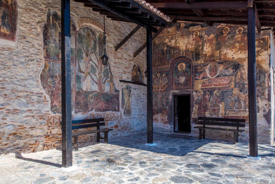 Παναγία Μαυριώτισσα δυτική εισοδος