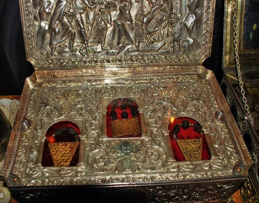 Η λειψανοθήκη με τα Τίμια Δώρα.