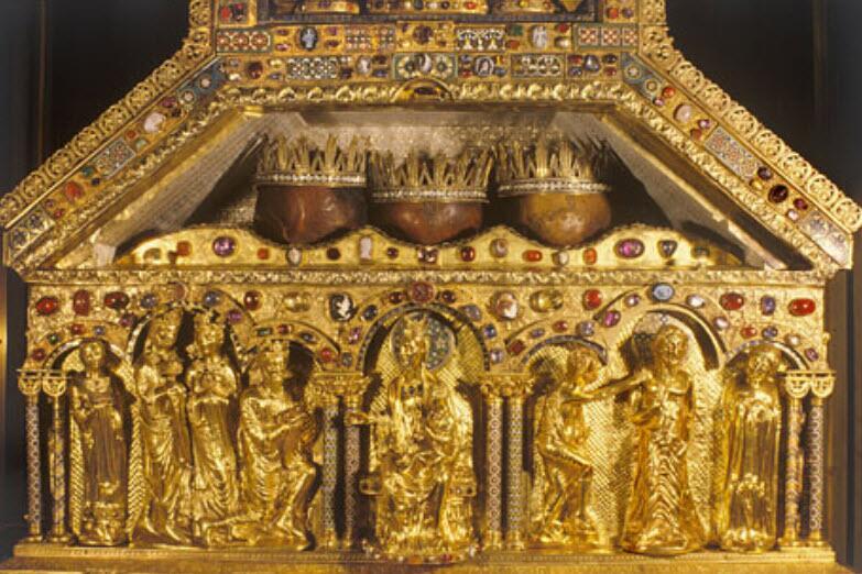 Η λάρνακα με την λειψανοθήκη που περιέχει τις Κάρες των 3 Μάγων.