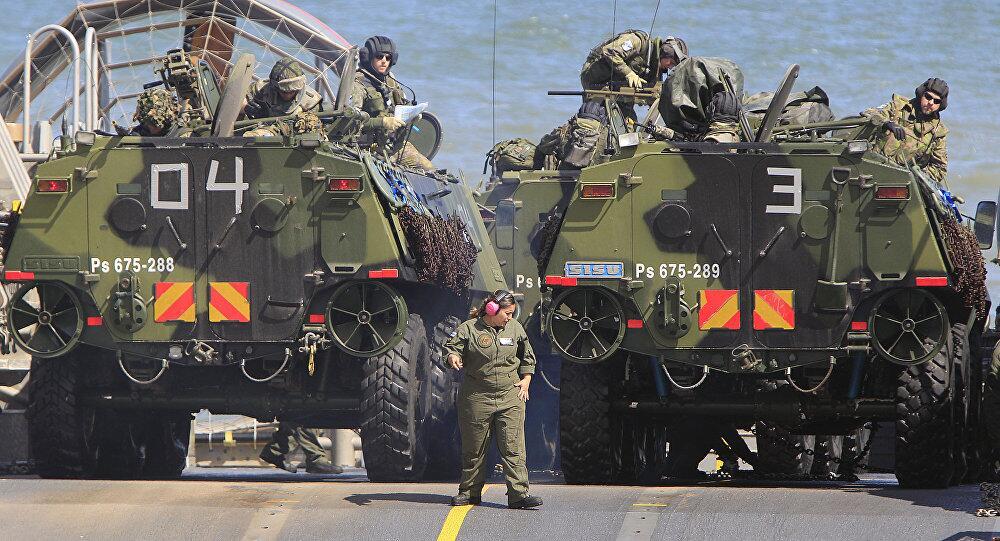 Ο πολωνικός λαός υποδέχεται τα ξένα στρατεύματα