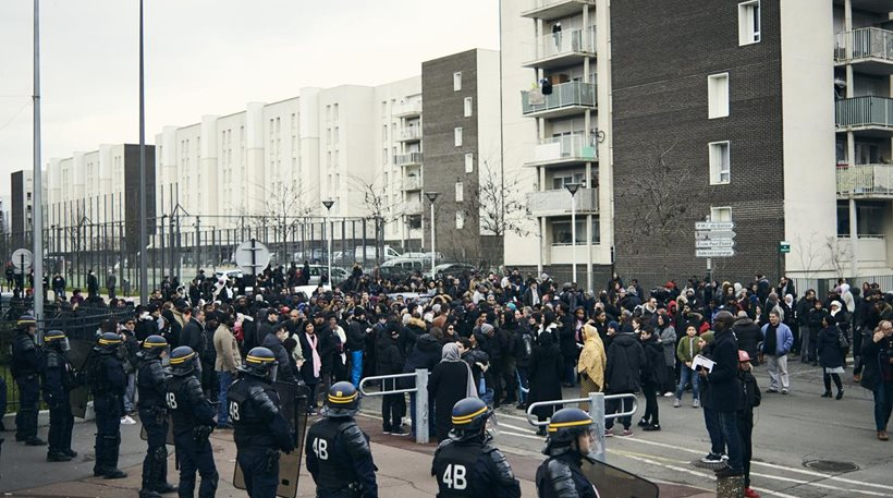 πορεία για βιασμό ενός νεαρού από αστυνομικό