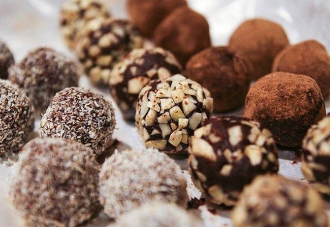 Αποτέλεσμα εικόνας για Νηστίσιμα τρουφάκια – Η πιο γλυκιά, σοκολατένια συνταγή για την Σαρακοστή!