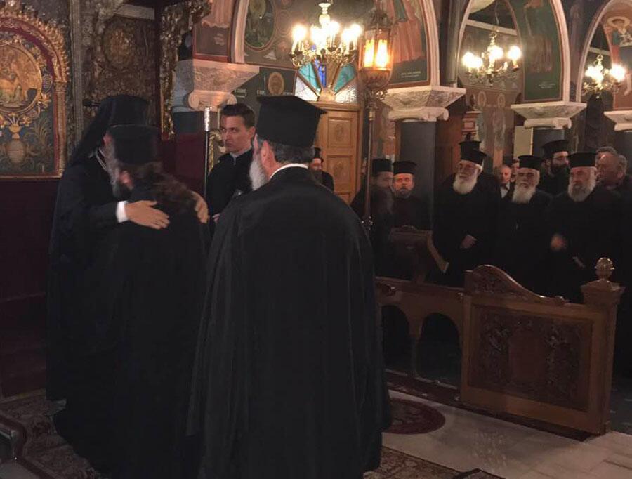 επανήλθε κανονική τάξη άρχισε να μνημονεύει το όνομα του Επισκόπου στις Ιερές Ακολουθίες