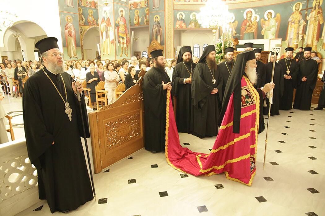 Αρχιερατικός Εσπερινός στον πανηγυρίζοντα Ιερό Ναό της Αγίας Τριάδας Άνω Γλυφάδα