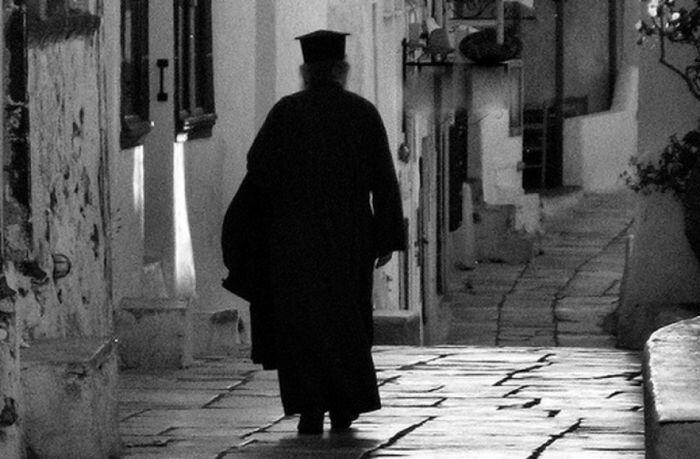 Οι μισθοί των Ιεραρχών και τα προβλήματα των Ιερέων - ΕΚΚΛΗΣΙΑ ONLINE