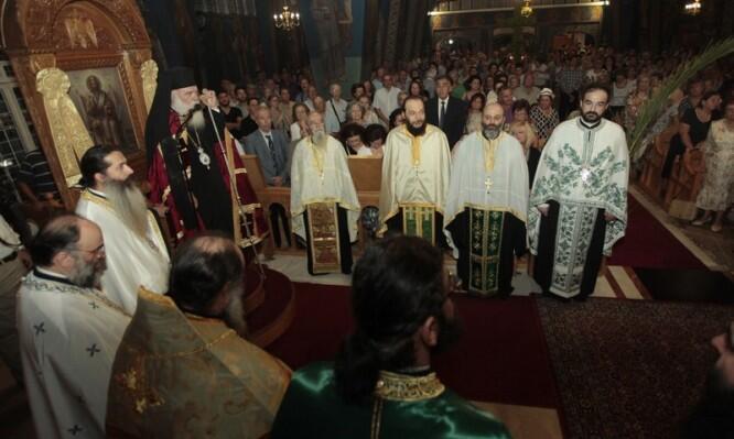 Στον ιερό ναό Τιμίου Σταυρού Χολαργού ο Αρχιεπίσκοπος
