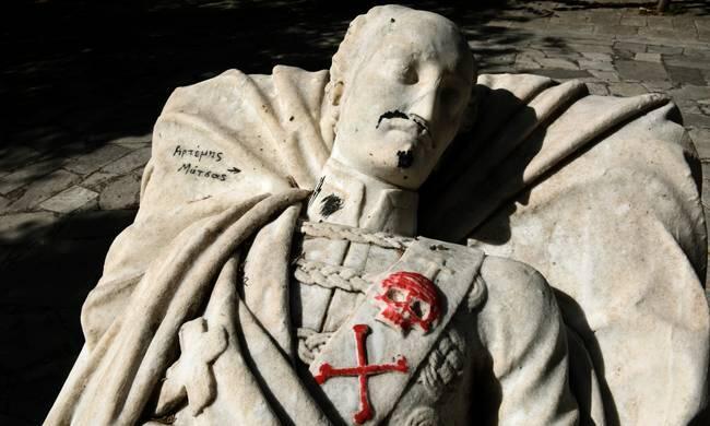 Πεδίον του Άρεως: Βεβήλωσαν το άγαλμα του Υψηλάντη