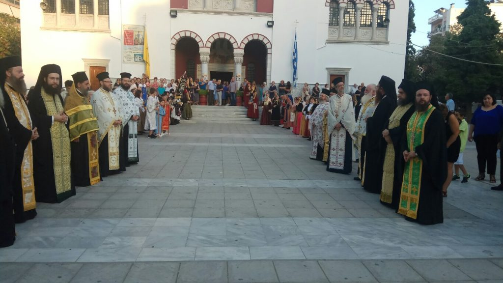 Βόλος: Χιλιάδες πιστοί υποδέχτηκαν τεμάχιο του Σταυρού του Κυρίου από τα Ιεροσόλυμα