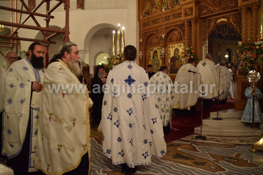 Αίγινα: Πλήθος πιστών στην Ανακομιδή Λειψάνων του Αγίου Νεκταρίου