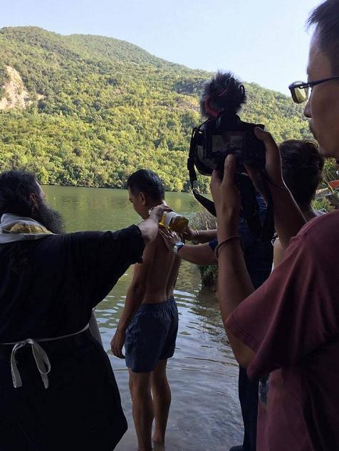 Αλιάκμονα: Κινέζος έκανε χιλιάδες χιλιόμετρα για να βαπτιστεί