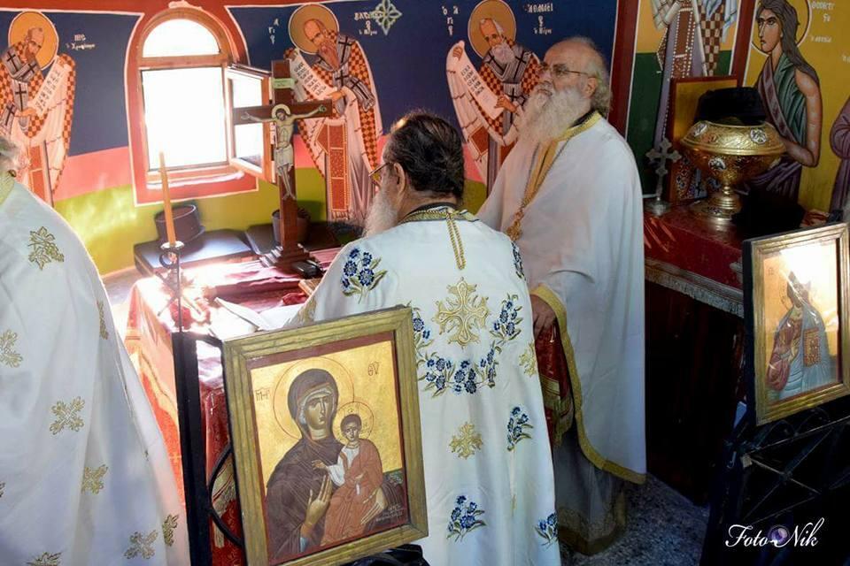 Θεία λειτουργία στο υπέροχο εξωκκλήσι του εν Χώναις θαύματος του Αρχαγγέλου Μιχαήλ στο στρατόπεδο του Μανταμάδου