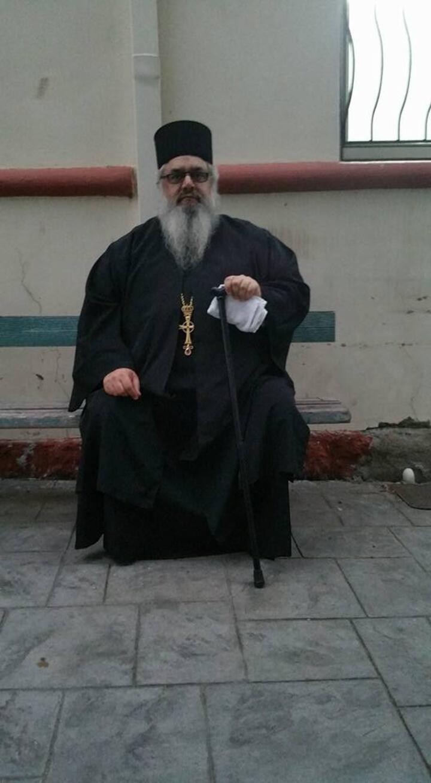Ιερέας δώρισε από το υστέρημά του, σχολικά είδη σε 41 παιδιά της Ενορίας