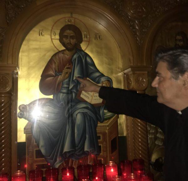 Έκτακτο: Ευώδες υγρό τρέχει στην εικόνα του Χριστού στο Σικάγο