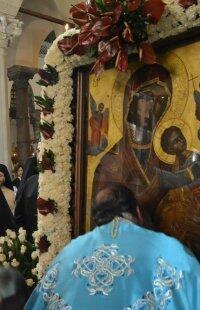 Χιλιάδες Θεσσαλονικείς υποδέχθηκαν τις θαυματουργές εικονες της Παναγίας Κανάλας