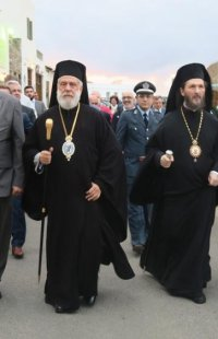 Μητρόπολη Σύρου: Τρισαρχιερατικός Μέγας Εόρτιος Εσπερινός  στη Κύθνο