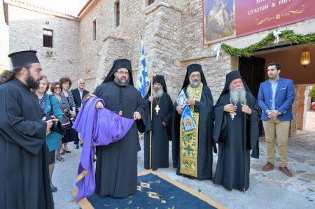 Συγκινημένος στην Ιερά Μονή μετανοίας του ο Μετεώρων Θεόκλητος