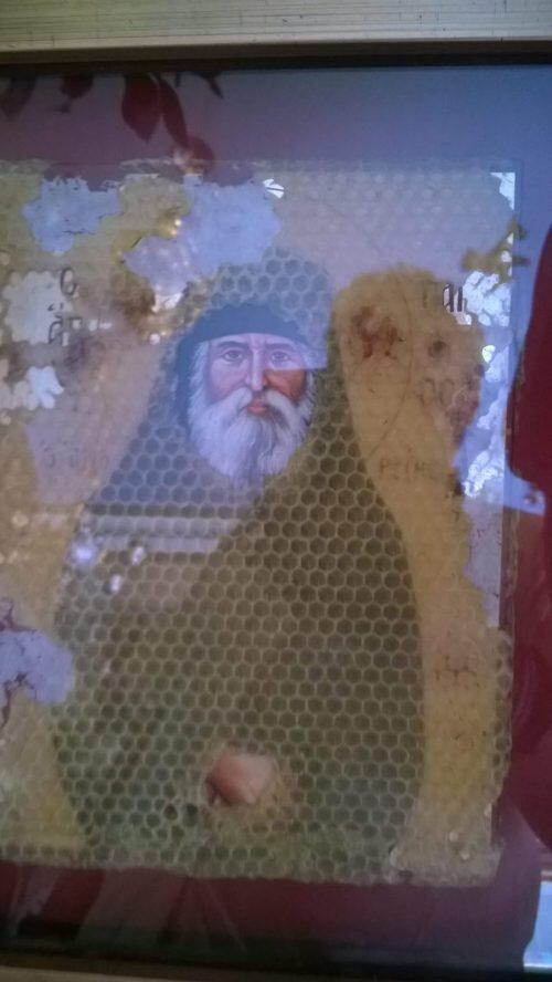 Συγκλονιστικό θαύμα με εικόνα του Αγίου Παϊσίου-ανέγγιχτο το πρόσωπο και τα χέρια του