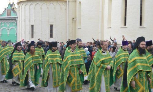 Ο Μητροπολίτης Ιλαρίωνας στη Θεία Λειτουργία της οσιακής κοιμήσεως του Αγίου Σεργίου