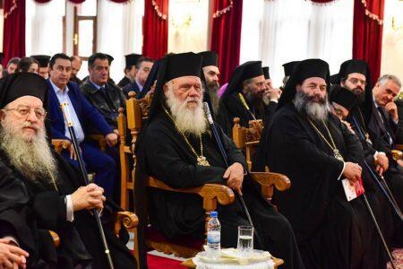 Ρίχνει τους τόνους ο Αρχιεπίσκοπος για τα θρησκευτικά