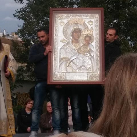 Πλήθος πιστών στην υποδοχή της Παναγίας Οδηγήτριας στο Νέο Φάληρο