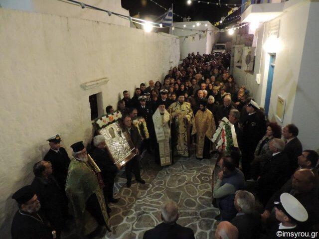 Εισόδια της Θεοτόκου-Κίμωλος: Πλήθος πιστών στη λιτάνευση της Παναγίας Οδηγητρίας (ΦΩΤΟ)