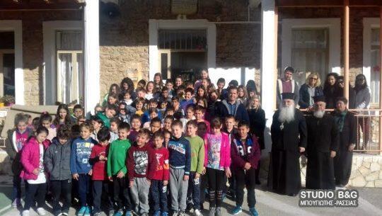 Το βίο του πατέρα Αθανάσιου διηγήθηκε στους μαθητές του Δημοτικού στο Σκαφιδάκι ο Αργολίδος Νεκτάριος