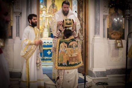 Χιλιάδες πιστοί στην Πανηγυρική Θεία Λειτουργία ενώπιον της Τιμίας Ζώνης της Θεοτόκου
