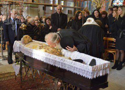 Πλήθος κληρικών και πιστών με συγκίνηση αποχαιρέτησαν τον πατέρα Ανδρέα Κτενιαδάκη