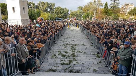 Κοσμοπλημμύρα στην Πάτρα για τον Πολιούχο Άγιο Ανδρέα-Μεγαλόσταυρος στον πρόεδρο της Δημοκρατίας