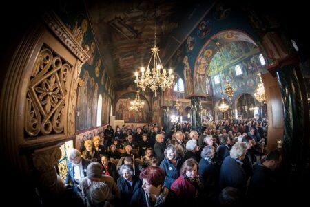 Χιλιάδες πιστοί στη Λιτάνευση του Άφθαρτου Σκηνώματος του Αγίου Γεωργίου του Νεαπολίτου