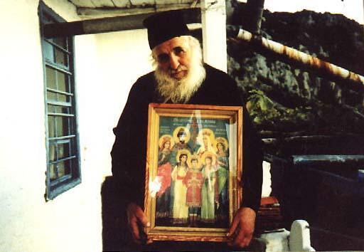 Θαυμαστό σημάδι σε εικόνες που κρατούν Μοναχοί στο Άγιο Όρος-συγκλονιστικές φωτογραφίες