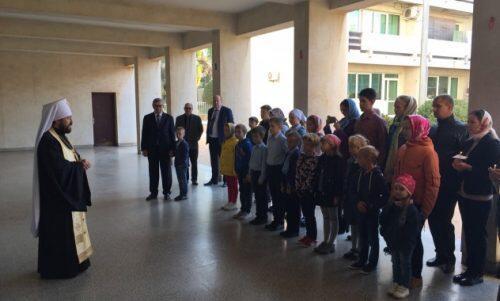 Ο Μητροπολίτης Ιλαρίωνας σε σχολείο μέσης εκπαιδεύσεως παρά τη Ρωσική Πρεσβεία στο Ραμπάτ