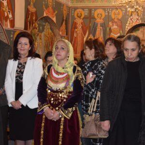 Συγκινημένη η Μοναχή Χριστοφόρα στην Ενθρόνισή της ως Καθηγουμένη στην Ιστορική Μονή Αγίου Νικολάου–Λεμονίων Σαλαμίνος