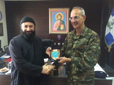 Ο «βάτραχος» Γέροντας Νικήτας τιμήθηκε από τον Διοικητή της 80 ΑΔΤΕ