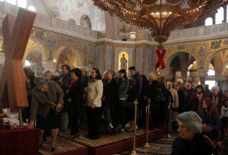 Πάτρα: Χιλιάδες πιστοί από το πρωί στον Άγιο Ανδρέα