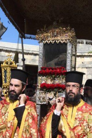 Χιλιάδες Κερκυραίοι στη Λιτανεία του Ιερού Σκηνώματος του Αγίου Σπυρίδωνος