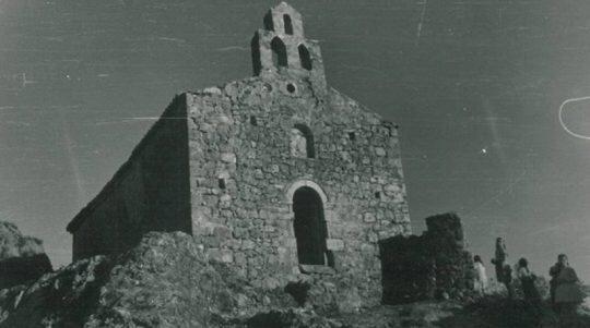 Οι Αλβανοί ξαναχτίζουν την ελληνορθόδοξη εκκλησία που οι ίδιοι κατεδάφισαν