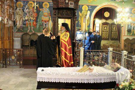 Σε φορτισμένο κλίμα η Εξόδιος ακολουθία του πατρός Βασιλείου Ταγαράκη