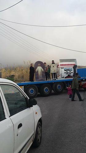 Ραγδαίες εξελίξεις: Πένθιμα ζήτησε να χτυπούν οι καμπάνες ο Μητροπολίτης Θήρας-πλήθος κατοίκων έχει αποκλείσει το δρόμο
