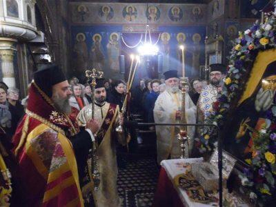 Απότμημα Ιερού Λειψάνου Αγίου Νεκταρίου στη Μητρόπολη Θεσσαλιώτιδος