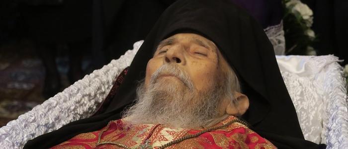 Με δάκρυα στα μάτια αποχαιρέτισαν τον Αρχιμ. Γεώργιο Χατζόπουλο-συγκλονίζει το σημείωμά του