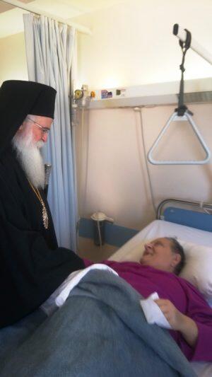 Ο Δημητριάδος Ιγνάτιος κοντά στους ασθενείς του Νοσοκομείου Βόλου