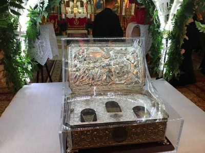 Λάρισα: Χιλιάδες πιστοί υποδέχθηκαν τα Τίμια Δώρα από το Άγιο Όρος