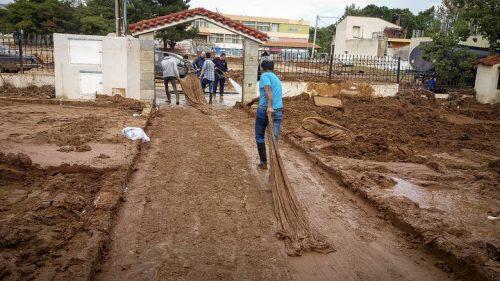 Μάνδρα: Ο «Εσταυρωμένος» κοντά στους πλημμυροπαθείς