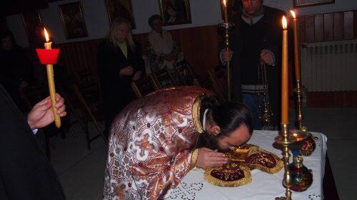 Βραδινή Θεία Λειτουργία για τον Όσιος Πατάπιο στη Νέα Κηφισιά