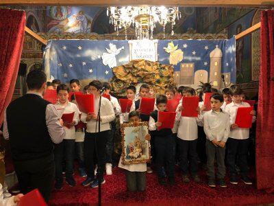 Χριστούγεννα 2017: Εκατοντάδες νέων κατέκλυσαν τον Ιερὸ Ναὸ Κοιμήσεως της Θεοτόκου Παραλίας Πατρών