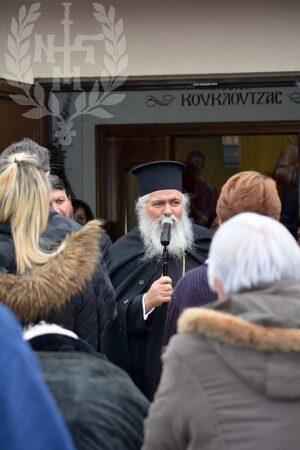 Ο Νεαπόλεως Βαρνάβας στη διανομή δεμάτων στον Άγιο Αθανάσιο