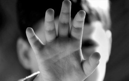 9 χρονος προσπάθησε να αυτοκτονήσει μετά από κακοποίηση-σοκαρισμένη η Χίος