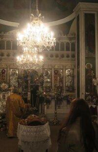 Πλημμύρισε από πιστούς η Μονή Αγίας Βαρβάρας, η μοναδική Ορθόδοξη στη Σύρο