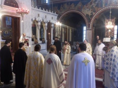 Θεία Λειτουργία και τεσσαρακονθήμερο μνημόσυνο από τον Κορίνθου Διονύσιο